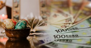 Kαλύτερα ληστεύεις αν ιδρύσεις μια τράπεζα! ( Μπ. Μπρέχτ)